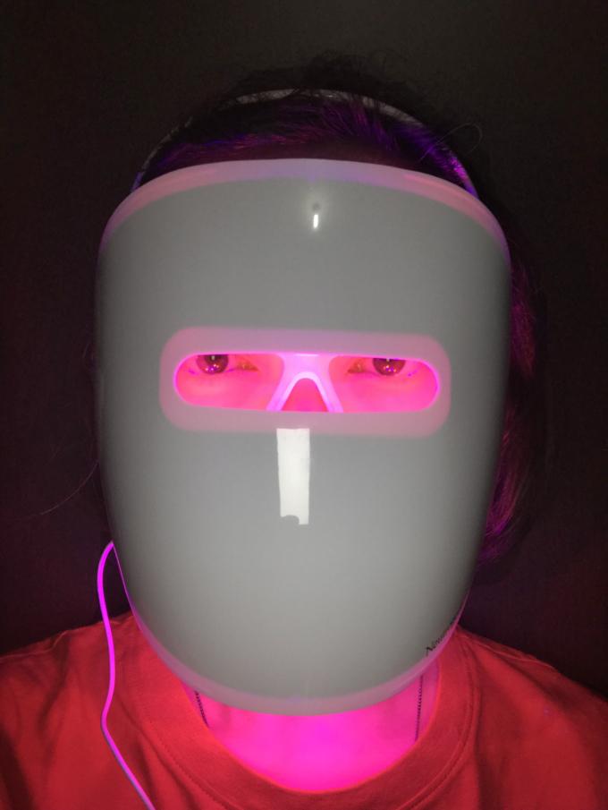 Neutrogena Visibly Clear Light Therapy Acne Mask Kit