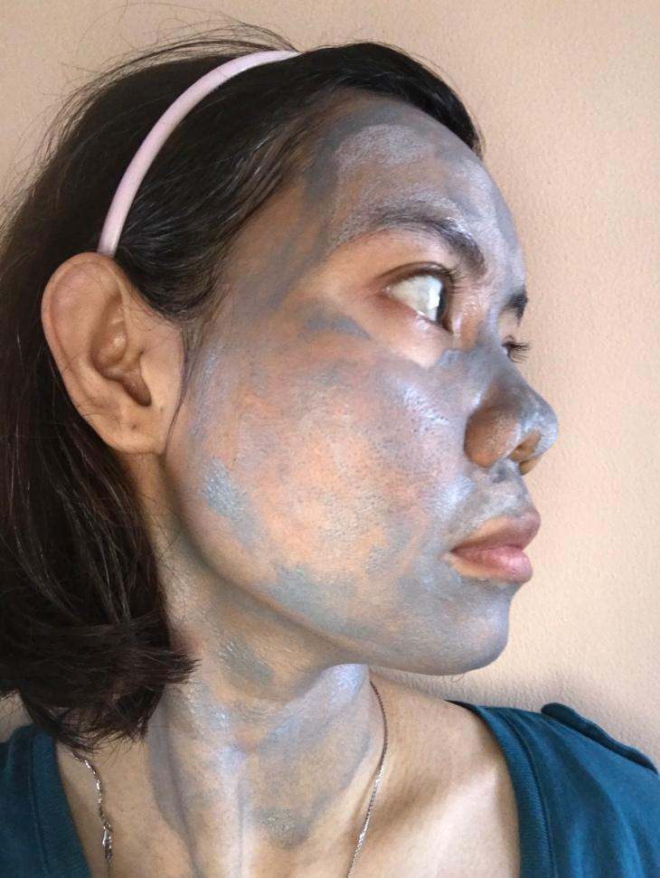 Swisse Manuka Honey Detoxifying Facial Mask With Charcoal & Kaolin Clay when it still wet
